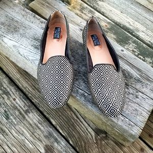 Adam Tucker by Me Too Geometric Flats Sz 8M